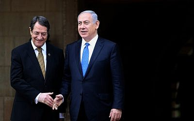 Prime Benjamin Netanyahu shakes hands with Cypriot President Nicos Anastasides outside the presidential palace in the Cypriot capital, January 28, 2016. (Yiannis Kourtoglou, Pool Photo via AP)
