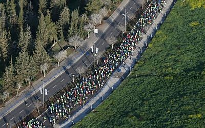 Runners during the 2015 Jerusalem Marathon (Nati Shochat/Flash90)