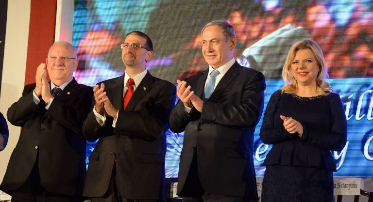From left: President Reuven Rivlin, US Ambassador to Israel Dan Shapiro, Prime Minister Benjamin Netanyahu and his wife Sara Netanyahu attend a party for US Independence Day at Shapiro's home in Herzliya on July 1, 2015. (Haim Zach/GPO)