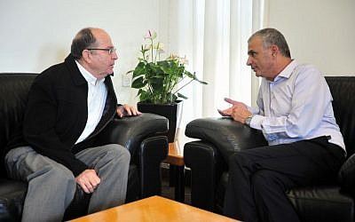 Defense Minister Moshe Ya'alon (L) with Finance Minister Moshe Kahlon at the Finance Ministry in Jerusalem before announcing an agreement of the defense budget for the next five years, November 18, 2015,. (Ariel Hermoni/Ministry of Defense)