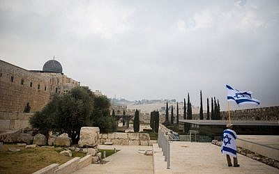 View of the Davidson Center Archeological park, near the Western Wall, in Jerusalem's Old City, December 17, 2015. (Yonatan Sindel/Flash90)