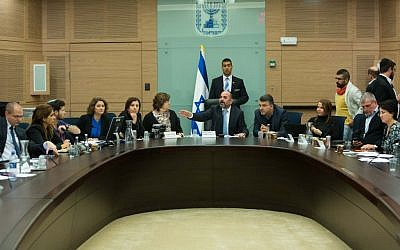 File: A meeting of the Knesset Education Committee on December 22, 2015 (Yonatan Sindel/Flash90)