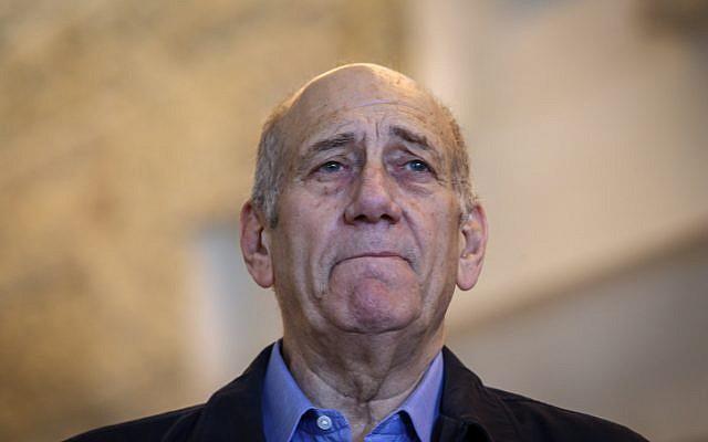 Former prime minister Ehud Olmert speaks to the press at the Supreme Court in Jerusalem on December 29, 2015. (Amit Shabi/Pool)