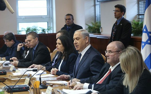Prime Minister Benjamin Netanyahu leads the weekly government conference in Jerusalem on January 3, 2016. (Photo by Alex Kolomoisky/POOL)