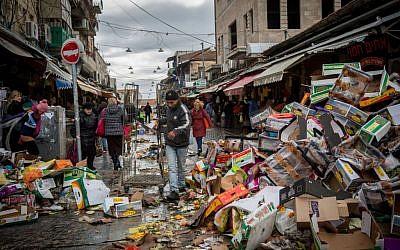 Discarded food at the entrance to Jerusalem's Mahane Yehuda market, on January 3, 2016. (Hadas Parush/Flash90)