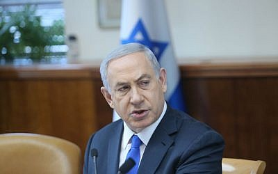 Prime Minister Benjamin Netanyahu leads the weekly cabinet meeting at the Prime Minister's Office, Jerusalem, January 10, 2016. (Alex Kolomoisky/POOL)