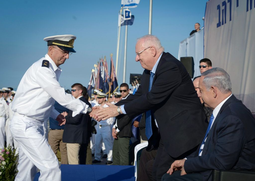 Prime Minister Benjamin Netanyahu and President Reuven Rivlin seen at a welcoming ceremony for the new submarine 'Rahav' at the Israeli navy base in Haifa, on January 12, 2016. (Mark Neyman/GPO)