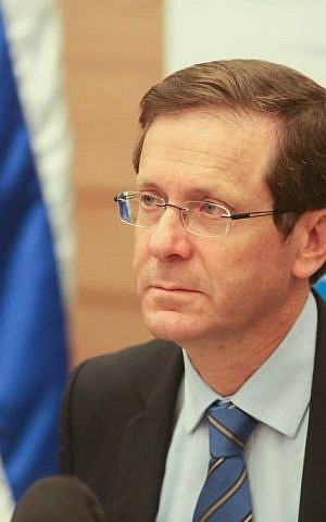 Zionist Union party chief MK Isaac Herzog leads a party meeting in the Knesset, January 18, 2016. (FLASH90)