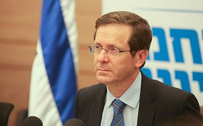 Zionist Union party chief MK Isaac Herzog leads a faction meeting in the Knesset, January 18, 2016. (Flash90)