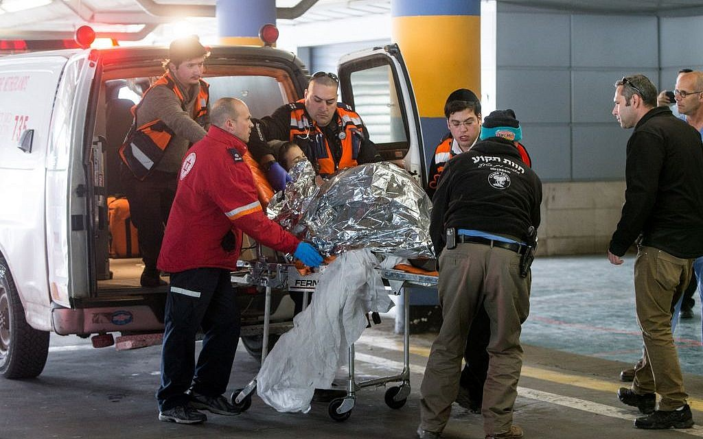 Medics wheel a wounded Michal Forman into the emergency room of the Shaare Zedek Medical Center on January 18, 2016. Froman, who is pregnant, was wounded in a stabbing attack in the settlement of Tekoa (Yonatan Sindel/Flash90)