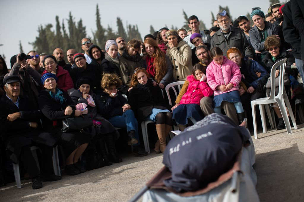 Friends and family attend the funeral of Dafna Meir in Jeursalem on January 18, 2016. (Yonatan Sindel/Flash90)