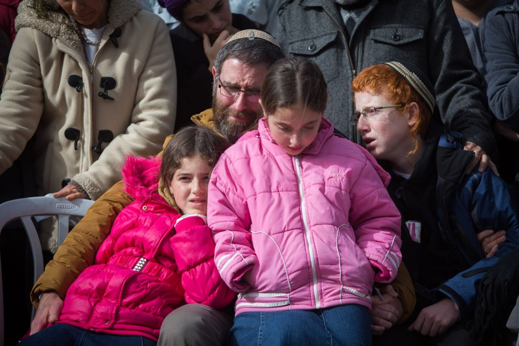 The family of Dafna Meir at her funeral in Jerusalem on January 18, 2106. Meir was stabbed to death at the entrance to her home in the settlement of Otniel on January 17. (Yonatan Sindel/Flash90)