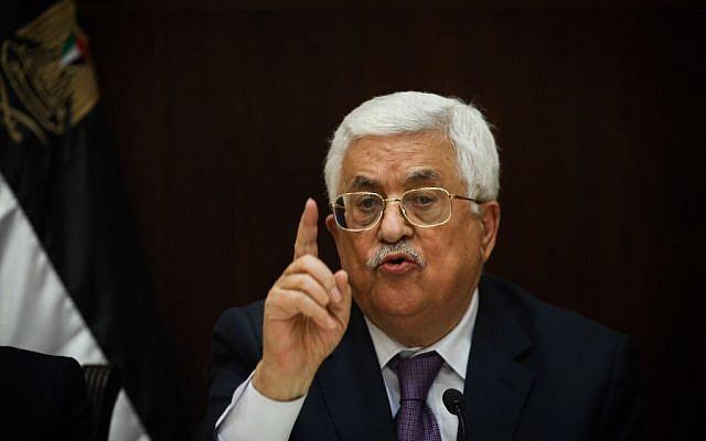 Palestinian Authority President Mahmoud Abbas speaks to Israeli journalists in the West Bank city of Ramallah, January 21, 2016. (Yonatan Sindel/Flash90)