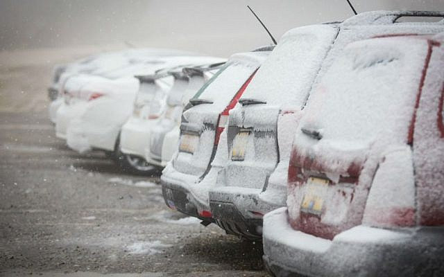 Snow on parked cars in Gush Etzion, south of Jerusalem, January 25, 2016. (Nati Shohat/Flash90)