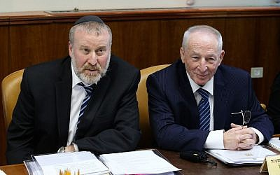 Then-Cabinet secretary Avichai Mandelblit (L) seen with then-Attorney General Yehuda Weinstein (R) during the weekly government conference at PM Netanyahu's office in Jerusalem on January 31, 2016. (Amit Shabi/POOL)