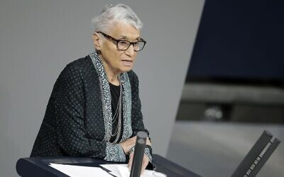 Holocaust survivor Ruth Klueger delivers a speech at a commemoration ceremony at the German Parliament, Bundestag, in Berlin, Germany, during International Holocaust Remembrance Day, January 27, 2016. (AP Photo/Michael Sohn)