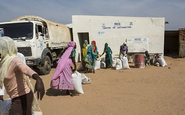 HIAS distributes food to thousands of refugees every month at Djabal camp in Goz Beida, Eastern Chad. (Glenna Gordon/HIAS)