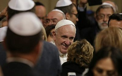 Pope Francis is greeted as he arrives at Rome's synagogue, Sunday, Jan. 17, 2016. (AP Photo/Alessandra Tarantino)