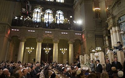 Pope Francis makes his first visit to a synagogue as pope, greeting Rome's Jewish community in their house of worship as his two predecessors did in a show interfaith friendship at a time of religiously-inspired violence around the globe, on January 17, 2016. (AP Photo/Alessandra Tarantino)