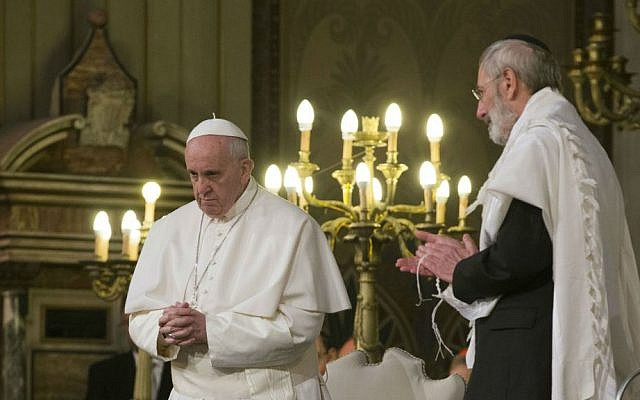 Pope Francis flanked by Rabbi Riccardo Di Segni (right), during his visit to the Great Synagogue of Rome, January 17, 2016. (AP/Alessandra Tarantino)