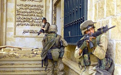 US Marines from 1st Battalion 7th Marines enter a palace during the Fall of Baghdad, April 2003. (Public domain, Wikimedia Commons)