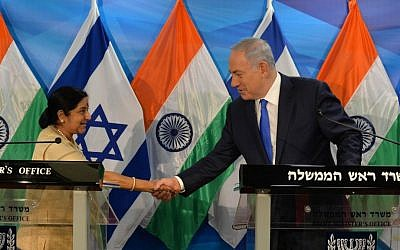 Prime Minister Benjamin Netanyahu meeting with Indian External Affairs Sushma Swaraj in Jerusalem, January 18 2016. (Kobi Gideon/GPO)