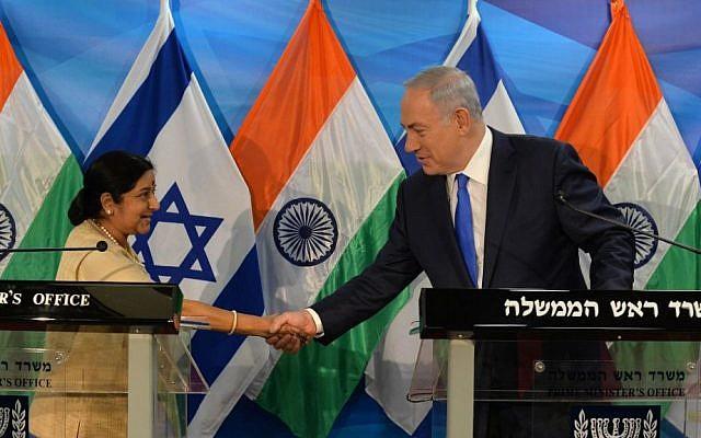 Prime Minister Benjamin Netanyahu meeting with Indian External Affairs Sushma Swaraj in Jerusalem, January 18 2016. (Kobi Gideon/GPO)