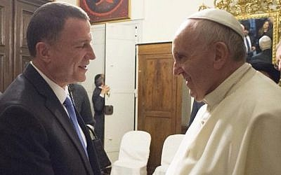 Knesset Speaker MK Yuli Edelstein meets with Pope Francis in Rome, January 17, 2015. (Knesset spokesperson)