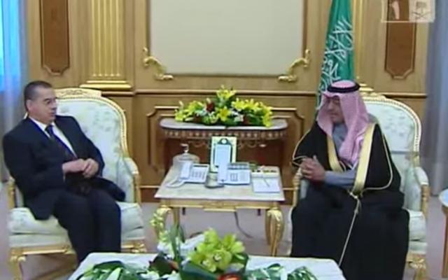 Basem Al-Agha, Palestinian ambassador to Saudi Arabia, meets Saudi deputy prime minister Muqrin bin Abdulaziz on February 10, 2014. (screen capture: YouTube)