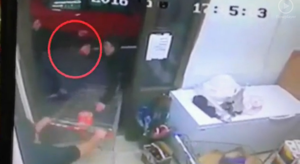 Mordechai Shalem (bottom left) fighting off two black-clad stabbers with a shopping cart during an attack in Beit Horon on January 25, 2016. (Screen capture)