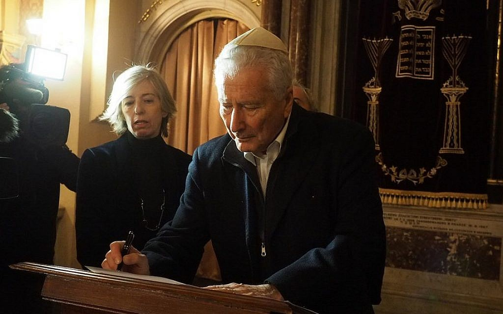 Italian Education Minister Stefania Giannini and the president of the Union of Italian Jewish Communities (UCEI), Renzo Gattegna, sign a document to strengthen Holocaust studies in Italian schools on January 19 in Krakow. (Courtesy of Italian Ministry of Education/Pagine Ebraiche)