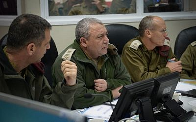 Head of the Northern Command Gen. Aviv Kochavi, right, speaks with IDF Chief of Staff Gadi Eisenkot, center, alongside head of the Operations Directorate Gen. Nitsan Alon, during a military exercise on January 20, 2016. (IDF Spokesperson's Unit)