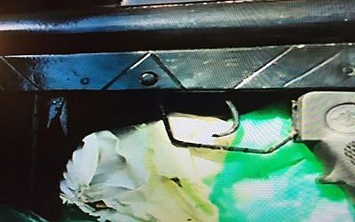 The gun used in January 1, 2016's terror attack in Tel Aviv (Channel 2)