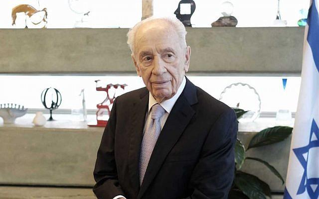 File: Shimon Peres in Tel Aviv, November 30, 2015 (Tomer Neuberg/Flash90)