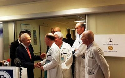 Former president Shimon Peres (left), thanking staff at the Sheba Medical Center at Tel Hashomer, January 19, 2016. (Office of the Spokesman for the 9th President of Israel)