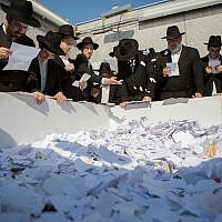 Men pray at the gravesite of the late Lubavitcher rebbe, Menachem Mendel Schneerson on his 20th yahrzeit in Queens, N.Y., July 1, 2014. (Adam Ben Cohen/Chabad.org)