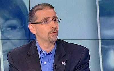 US Ambassador to Israel Dan Shapiro talks to Channel 10 television on January 29, 2016. (screen capture: Channel 10)
