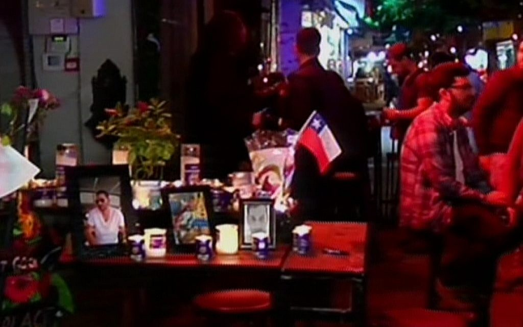 Simta bar on Dizengoff Street in Tel Aviv puts on a memorial to the two victims of a New year's Day shooting attack there, as it reopens on January 6, 2016 (screen capture: Channel 2)