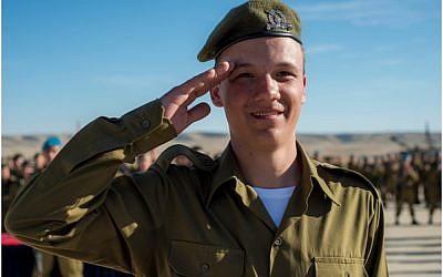Seth, whose name has been withheld for privacy concerns, salutes after having received an award from his battalion commander for bravery on January 6, 2016. (IDF Spokesperson's Unit)