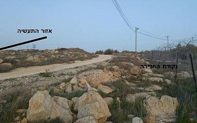 The gap in the fence, labeled in Hebrew on the right, shows where the Palestinian teenager who allegedly stabbed Michael Froman entered the Jewish Tekoa settlement in the West Bank on January 18, 2016. (Screen capture Tekoa Security document)