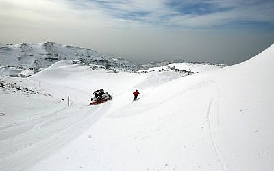 An Israeli ski patrol member skis at the Mount Hermon ski resort on the Golan Heights, on January 21, 2016. (Thomas Coex/AFP)