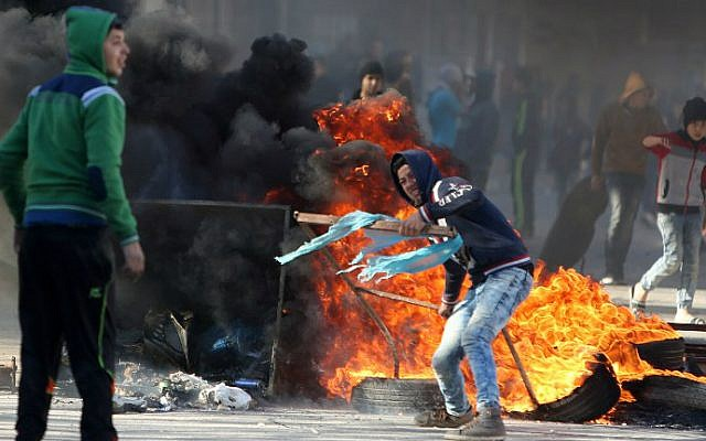 Palestinian youths clash with Israeli security forces in Qabatiya, a town near Jenin in the northern West Bank, on February 4, 2016. (AFP/Jaafar Ashtiyeh)