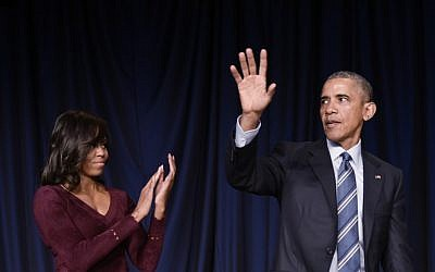 US First Lady Michelle Obama (L) applauds as US President Barack Obama waves after speaking at the National Prayer Breakfast on February 4, 2016 at a hotel in Washington, DC. (AFP/MANDEL NGAN)