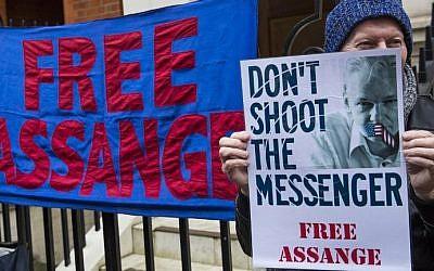 A supporter of WikiLeaks founder Julian Assange demonstrates outside Ecuador's embassy in central London on February 5, 2016. (AFP / Jack Taylor / Jack Taylor)