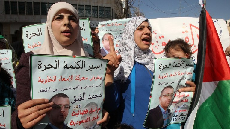 Faihaa al-Qiq (L), the wife of hunger-striking Palestinian prisoner Mohammed al-Qiq, demonstrates with fellow supports in solidarity with him after Friday prayers in the West Bank town of Hebron on February 5, 2016. (AFP/HAZEM BADER)