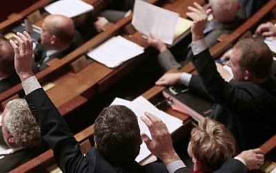 French MPs vote by a show of hands on several proposed amendments to the constitution at the French National Assembly in Paris on February 9, 2016. (AFP / JACQUES DEMARTHON)