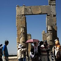 Chinese tourists from Hong Kong visiting the Gate of All Nations at the ancient Persian city of Persepolis near Shiraz in southern Iran, September 26, 2014 (AFP / BEHROUZ MEHRI)