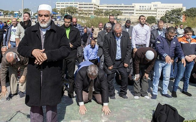Radical Islamic Movement cleric Sheikh Raed Salah (front-L) joins Arab Israelis in a prayer in support for the release of Mohammed al-Qiq, a Palestinian prisoner on hunger strike, outside the Afula hospital where he is being treated, February 12, 2016. (AFP/JACK GUEZ)