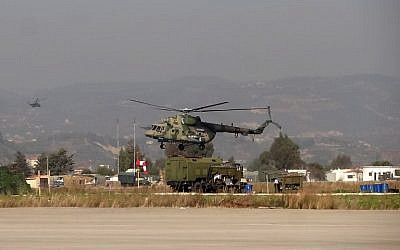 A military helicopter is seen at the Russian Hmeimim military base in Latakia province, in the northwest of Syria, on February 16, 2016. (AFP / STRINGER)