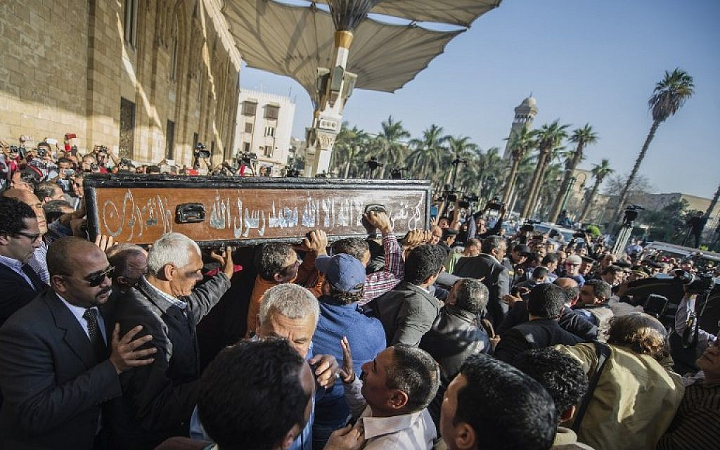 Egyptians mourners carrying the coffin of the Egyptian journalist Mohamed Hassanein Heikal during his funeral at the al-Hussein mosque in Cairo on February 17, 2016. (AFP / KHALED DESOUKI)